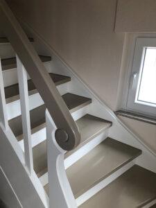 dieses Foto zeigt eine Treppe, saniert vom Malerbetrieb Denk